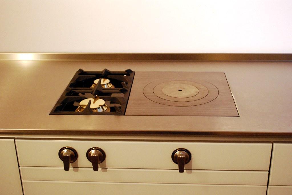luxusk chen detail kochen mit gas luxusk chen. Black Bedroom Furniture Sets. Home Design Ideas