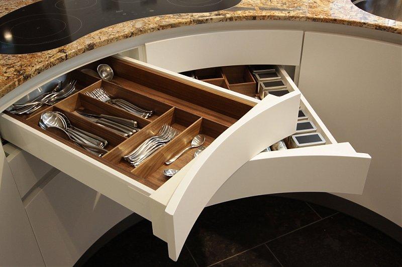 Luxusküchen holz  Hir geht es rund: runde Küchen sind die Stars unter den Luxusküchen ...