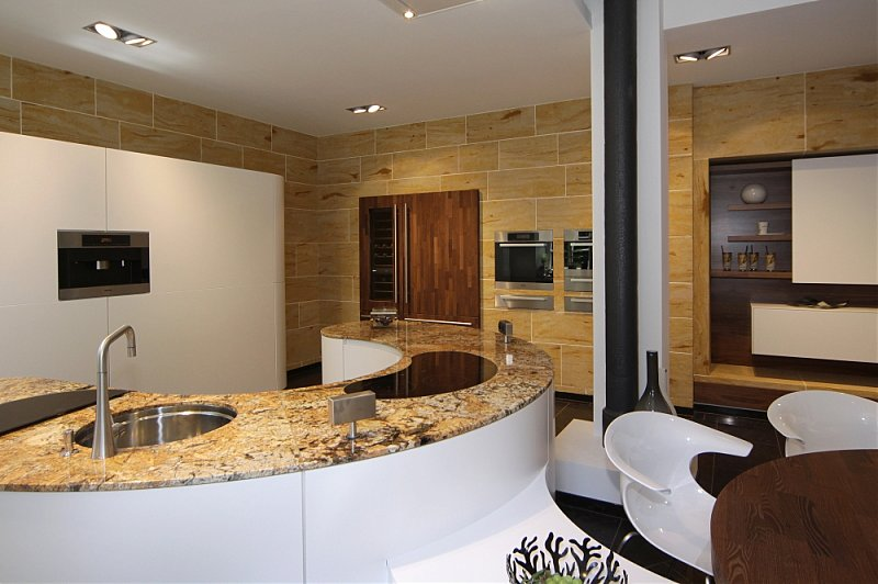 hir geht es rund runde k chen sind die stars unter den. Black Bedroom Furniture Sets. Home Design Ideas